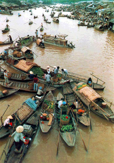 Vietnam Travel: Mekong Floating Market