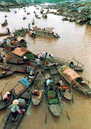 Vietnam Travel: Mekong Floating Market